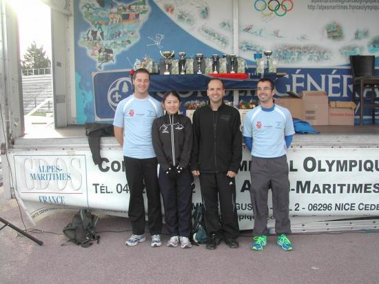 Azusa et ses coequipiers Julien,Laurent,Greg