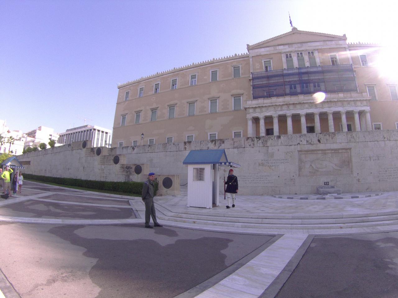 les gardiens du parlement grec 10 11 14. Black Bedroom Furniture Sets. Home Design Ideas