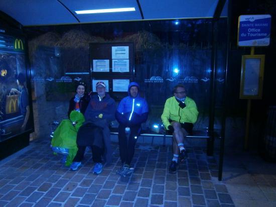 L' attente et on se protege du vent Glacial